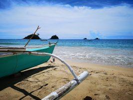 bateau sur la plage à Palawan
