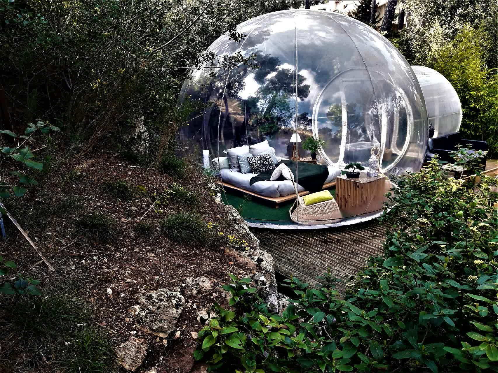 Glamping dans les bulles transparentes d'Attrap'Rêves en France
