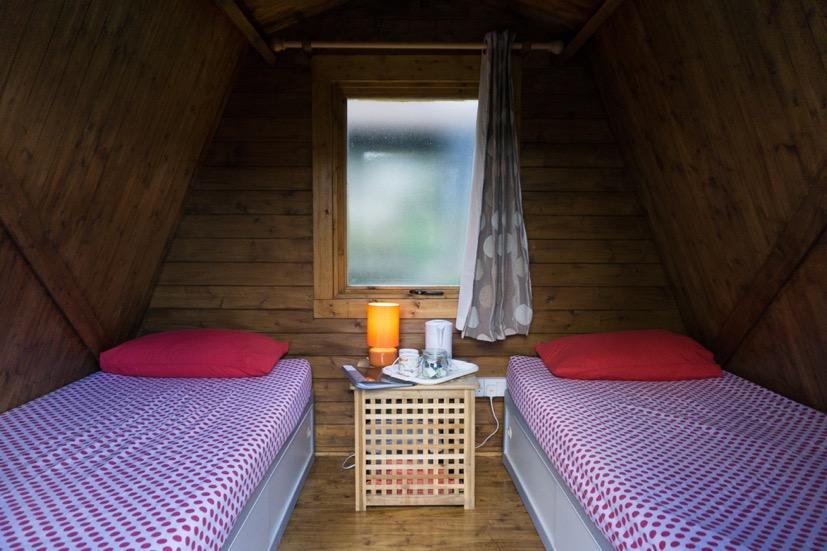 Intérieur du chalet-cabane à 2 lits - Red Dragon
