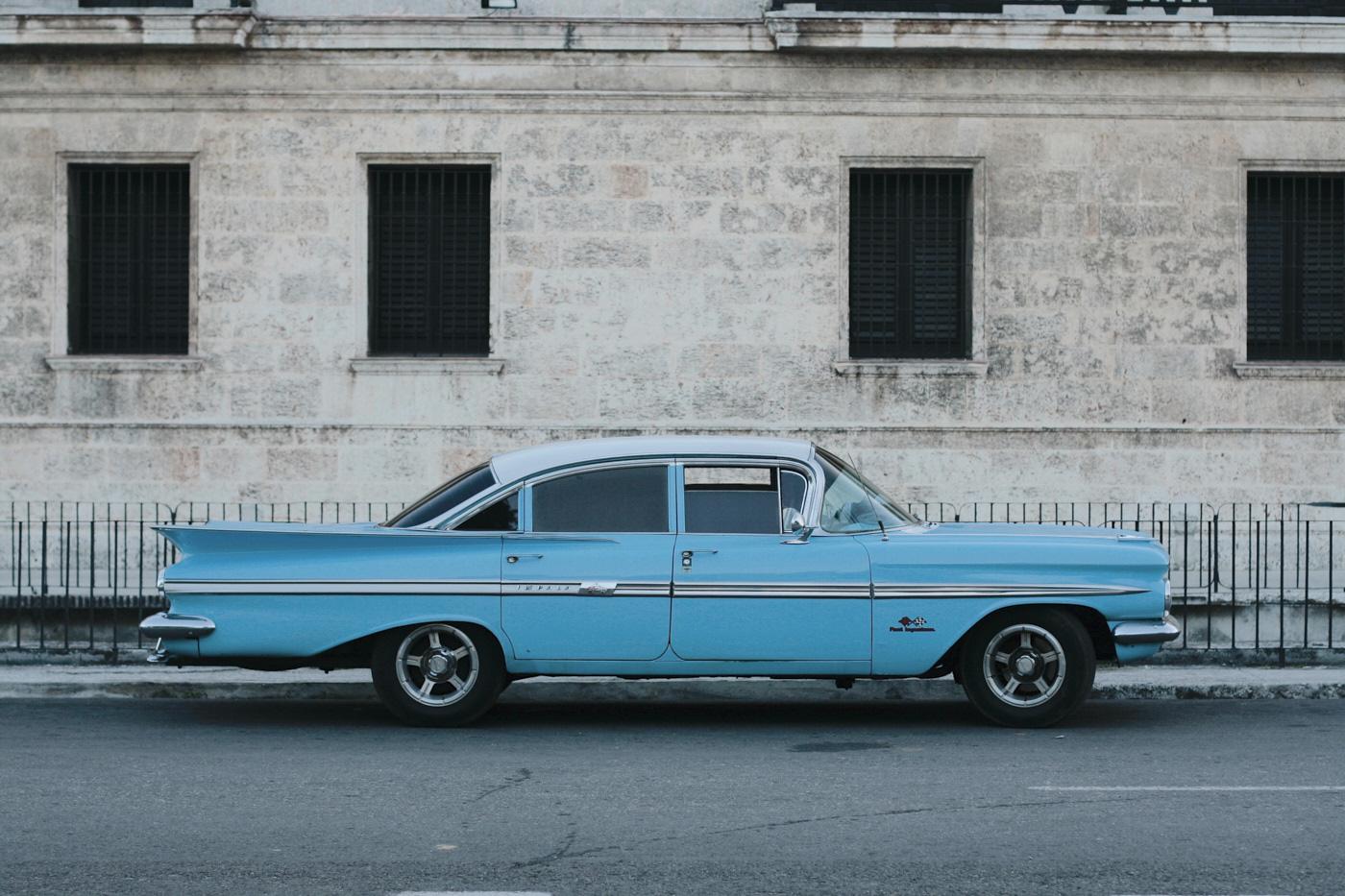 Voiture ancienne en voyage à Cuba