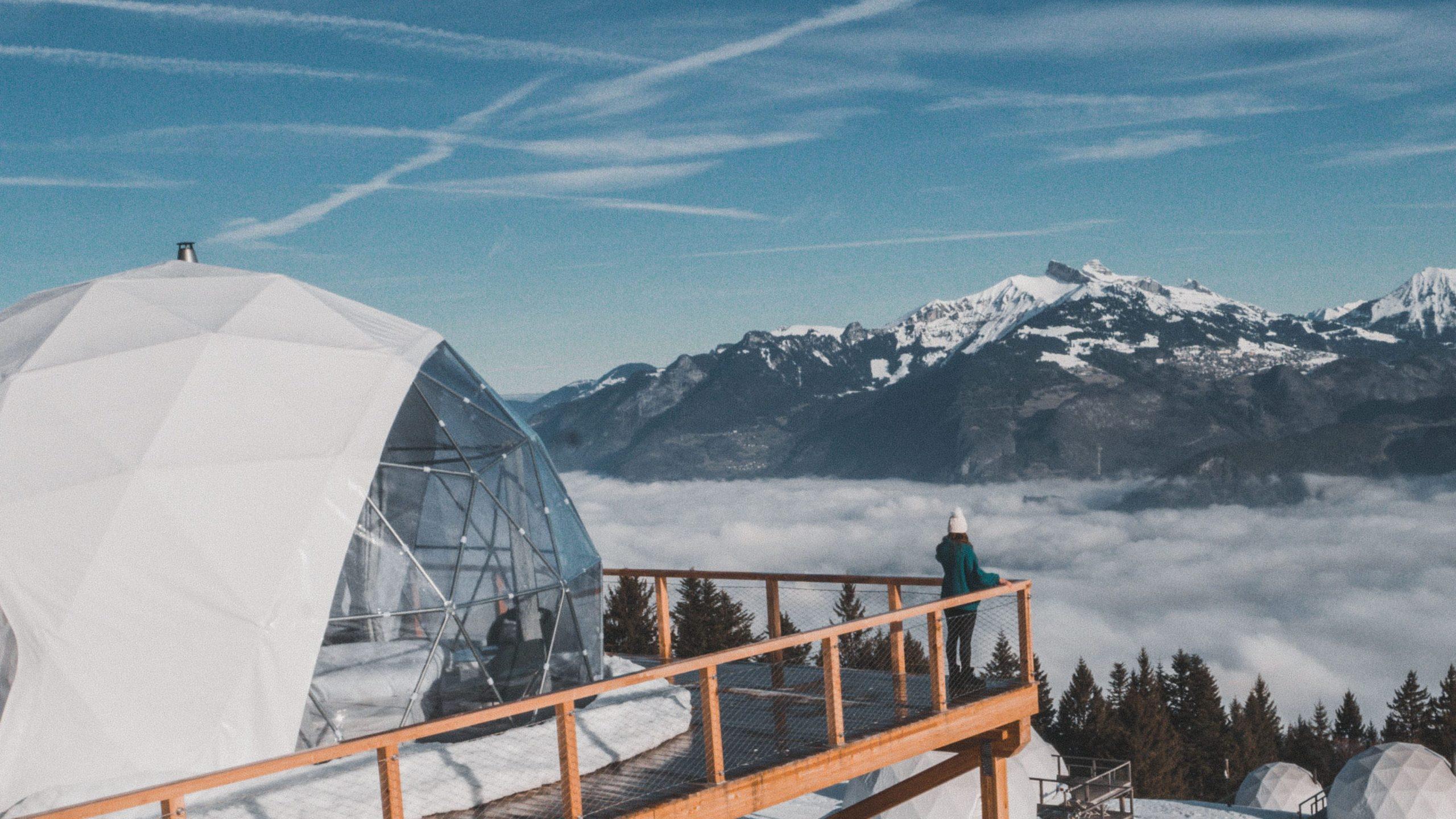 Glamping avec vue sur la montagne au Whitepod en Suisse