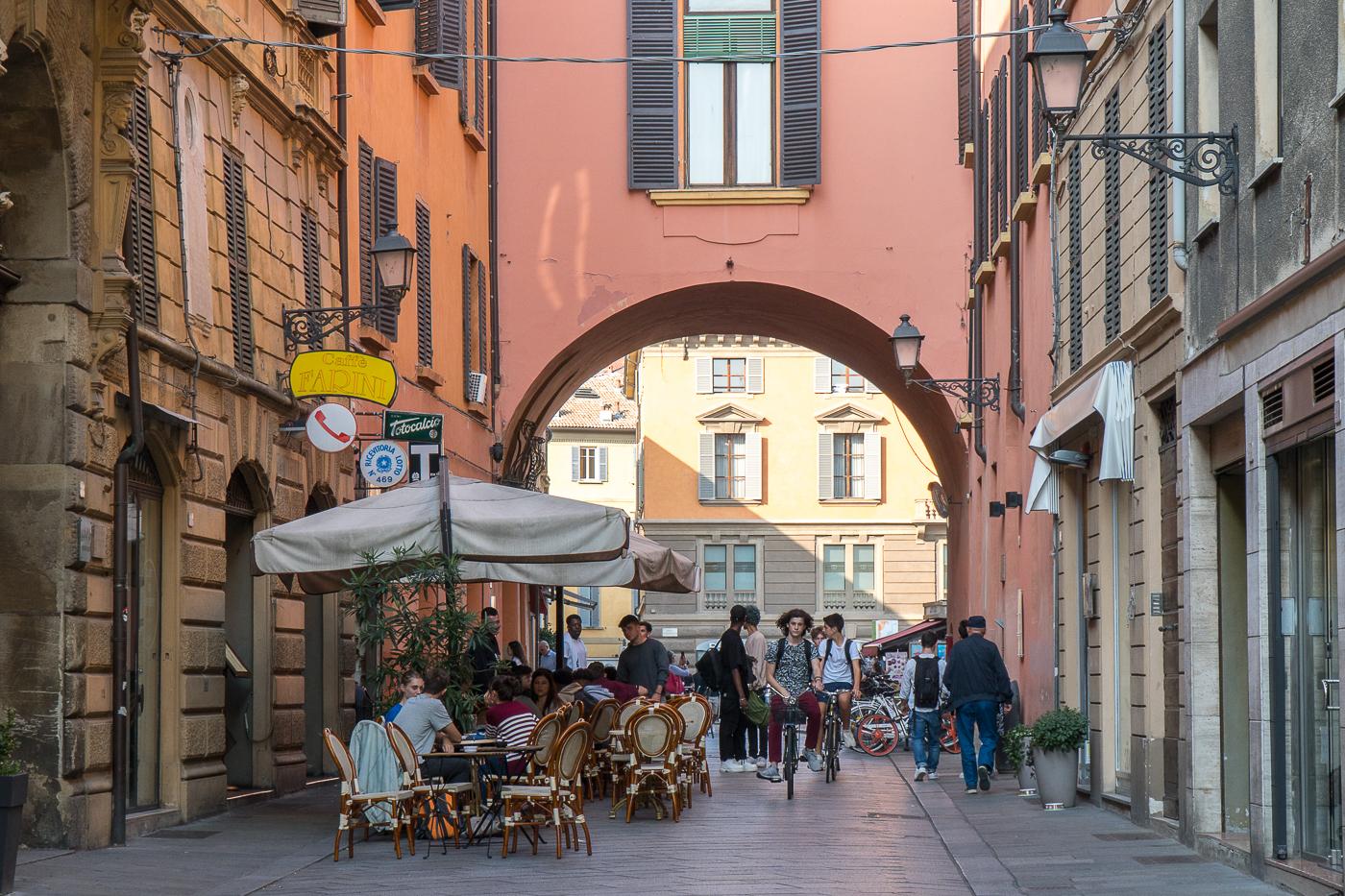 Arcade dans une ruelle de Reggio Emilia