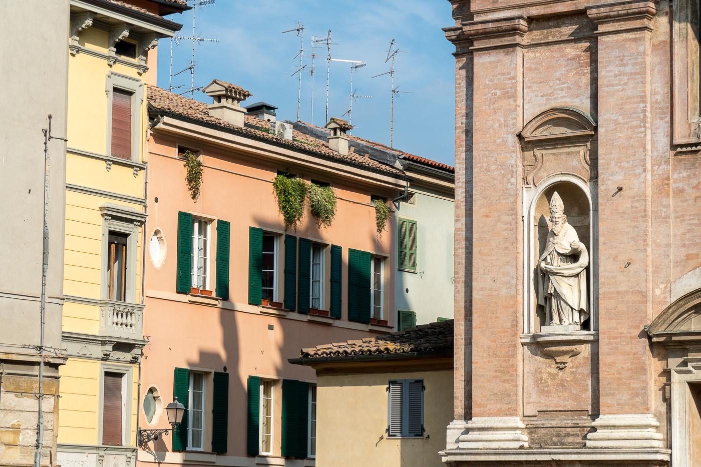 Dans les rues de Reggio Emilia - Village à voir en Italie
