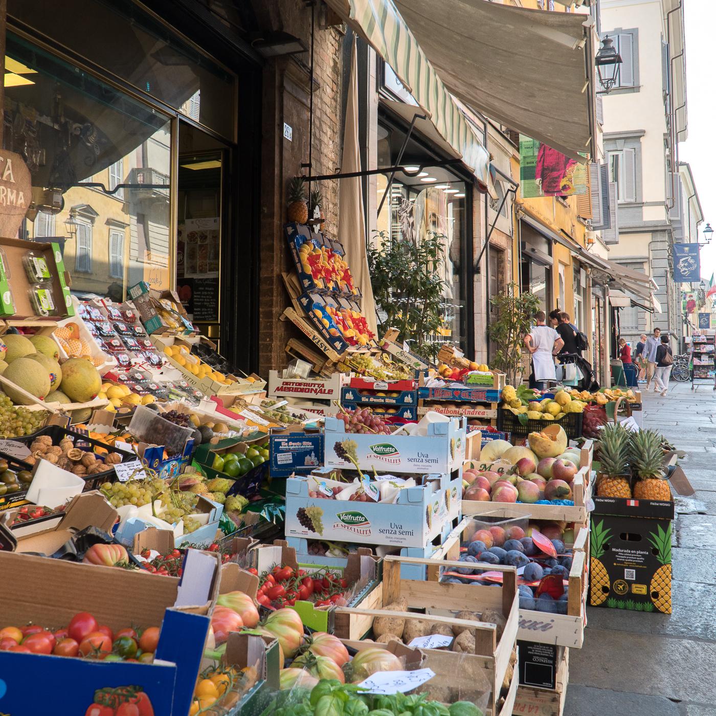 Marché italien dans les rues de Parma