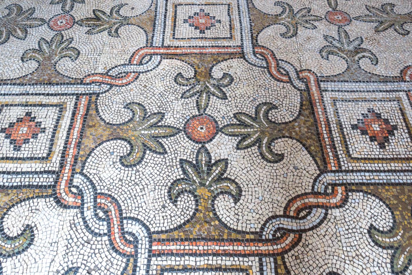 Mosaïques du plancher de la basilica di San Vitale de Ravenna en Émilie-Romagne