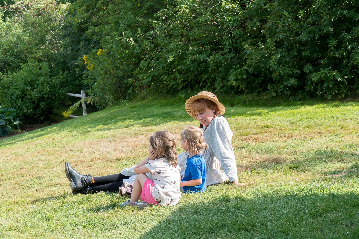 Personne d'Anne avec des enfants chez Parcs Canada