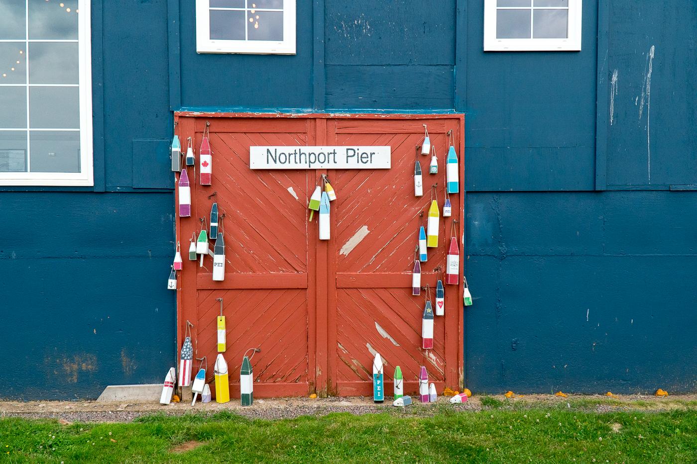 Vieille porte d'entrepôt de pêche au Northport Pier