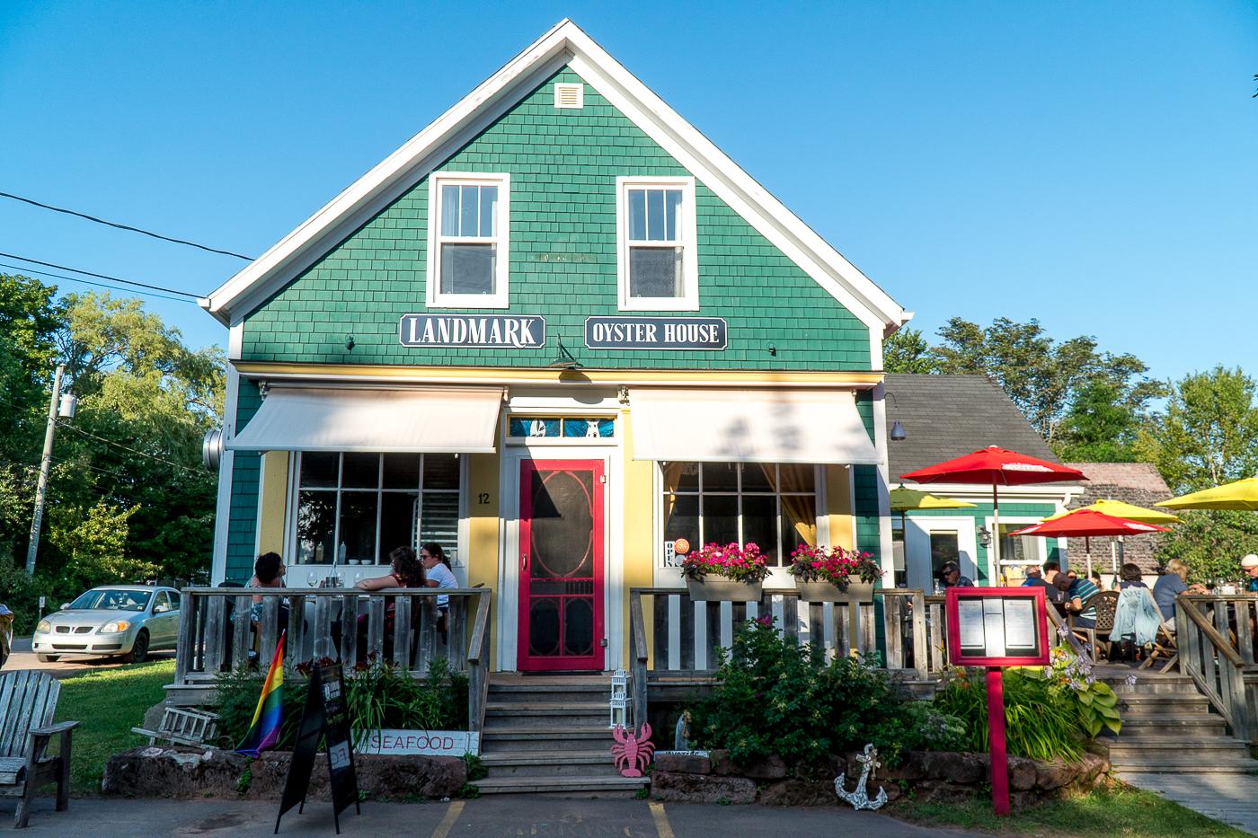 Maison multicolore du restaurant Landmark Oyster House