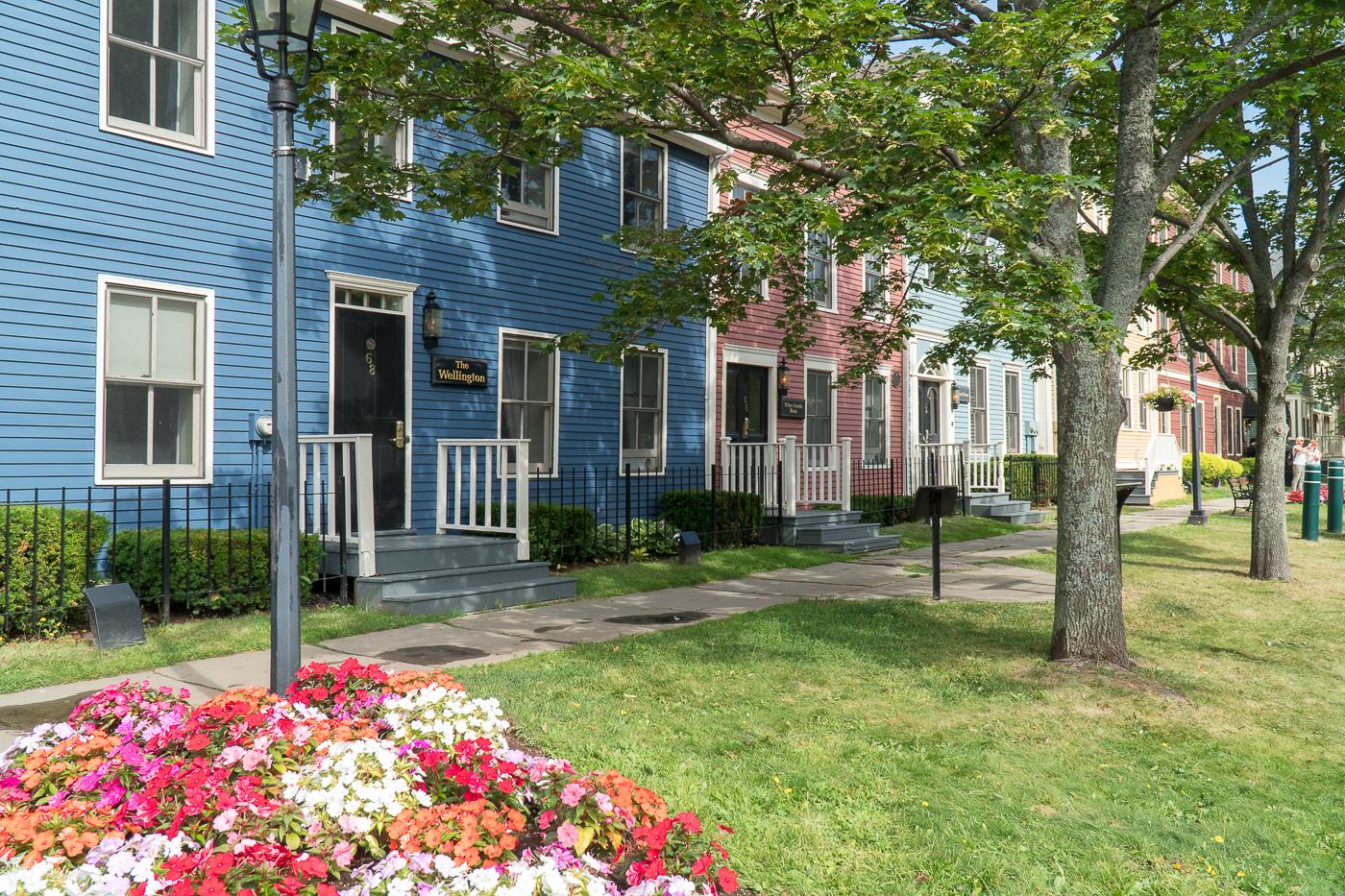 Maisons multicolores à voir à Charlottetown