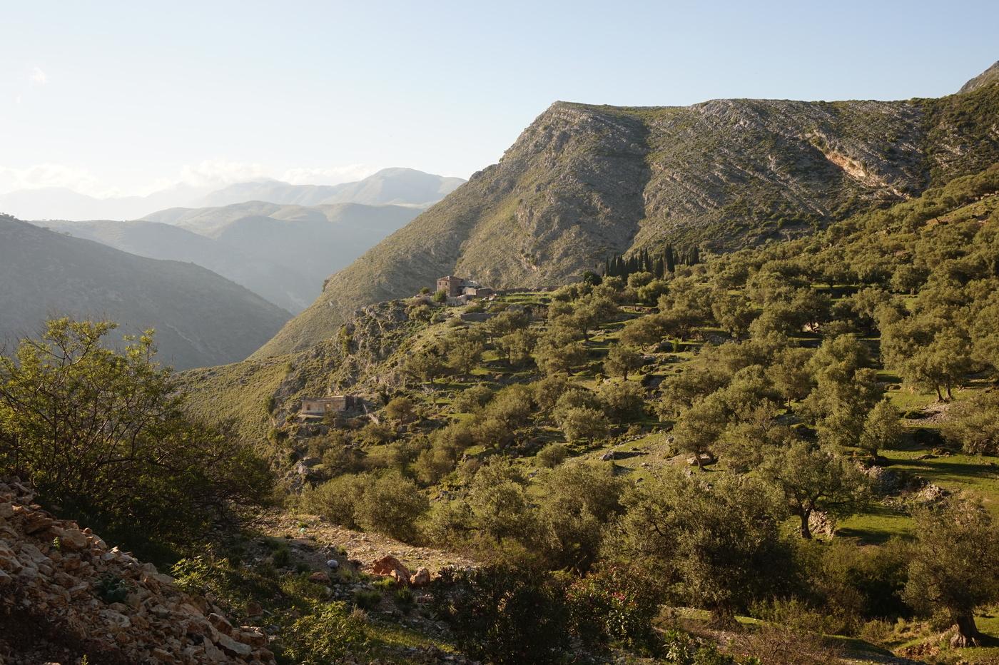 Montagnes et vallée Qeparo