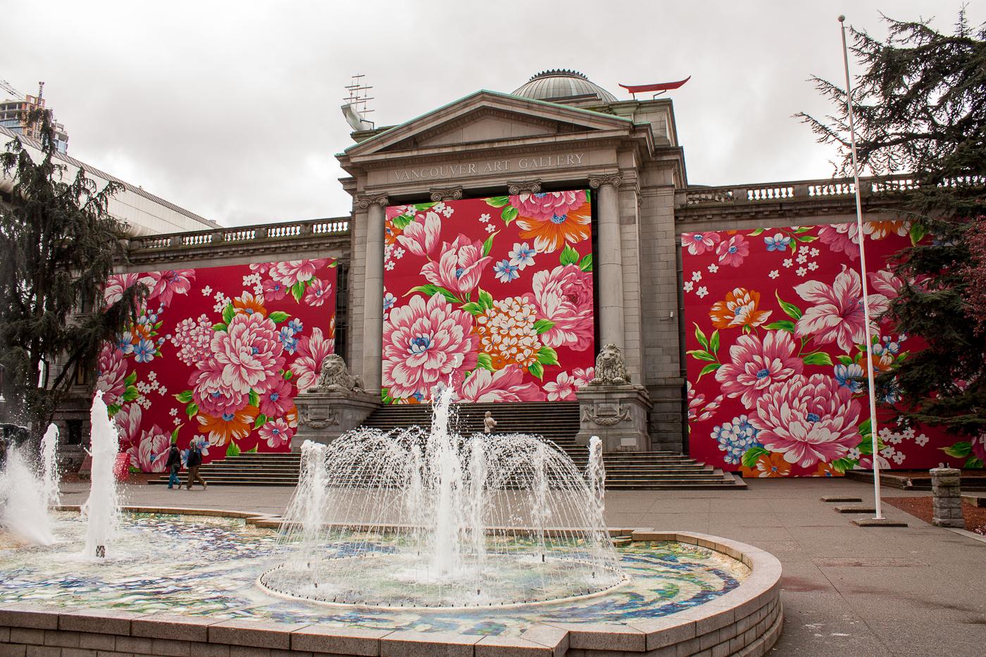 Devant le Vancouver Art Gallery