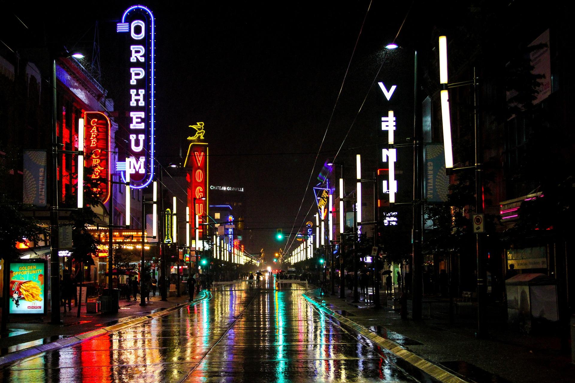 Granville Street - Vancouver par Jerry Coli de Pixabay
