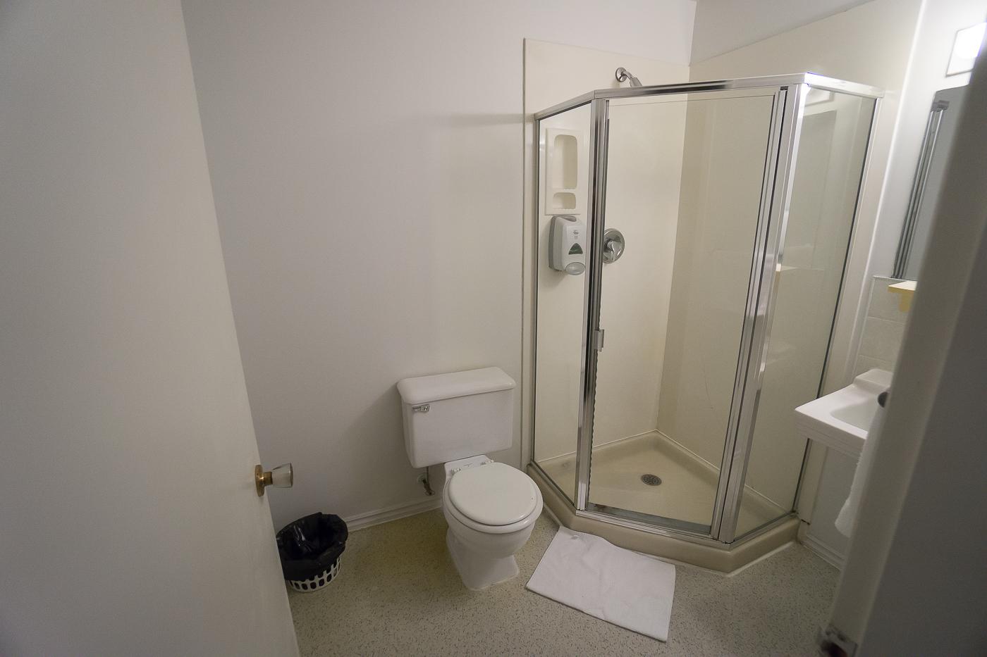 Salle de bains à l'auberge de jeunesse HI Vancouver Central