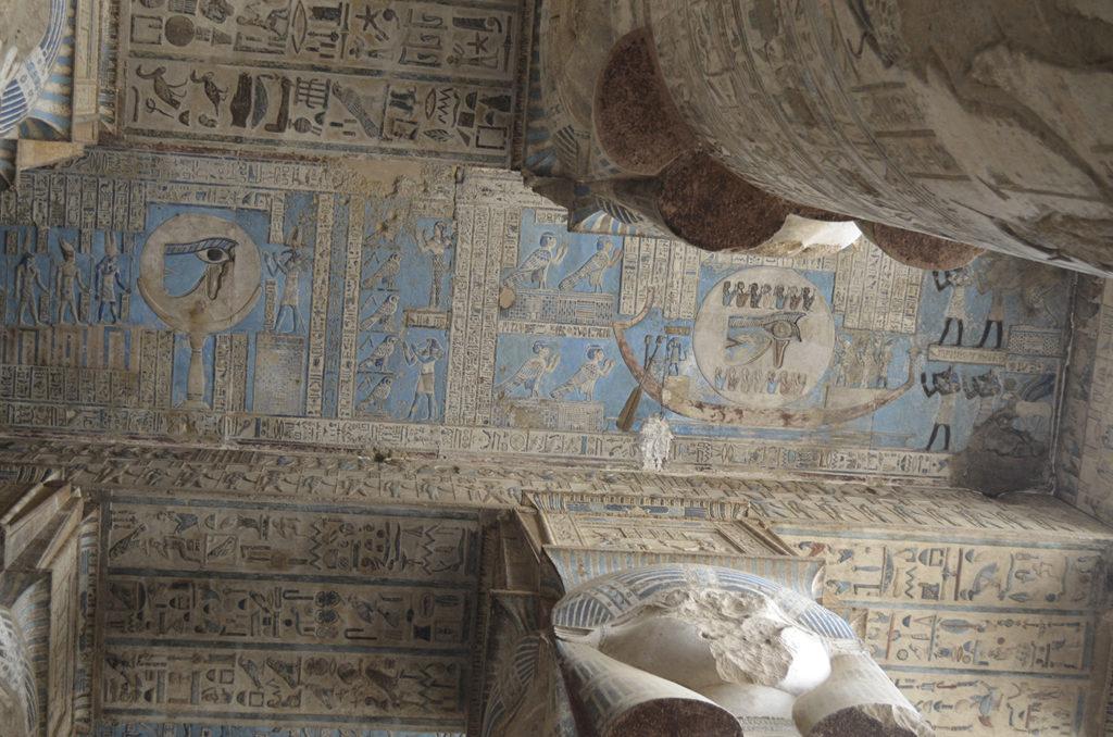 Les plafonds du temple de Dendara, un joyau de notre itinéraire en Égypte
