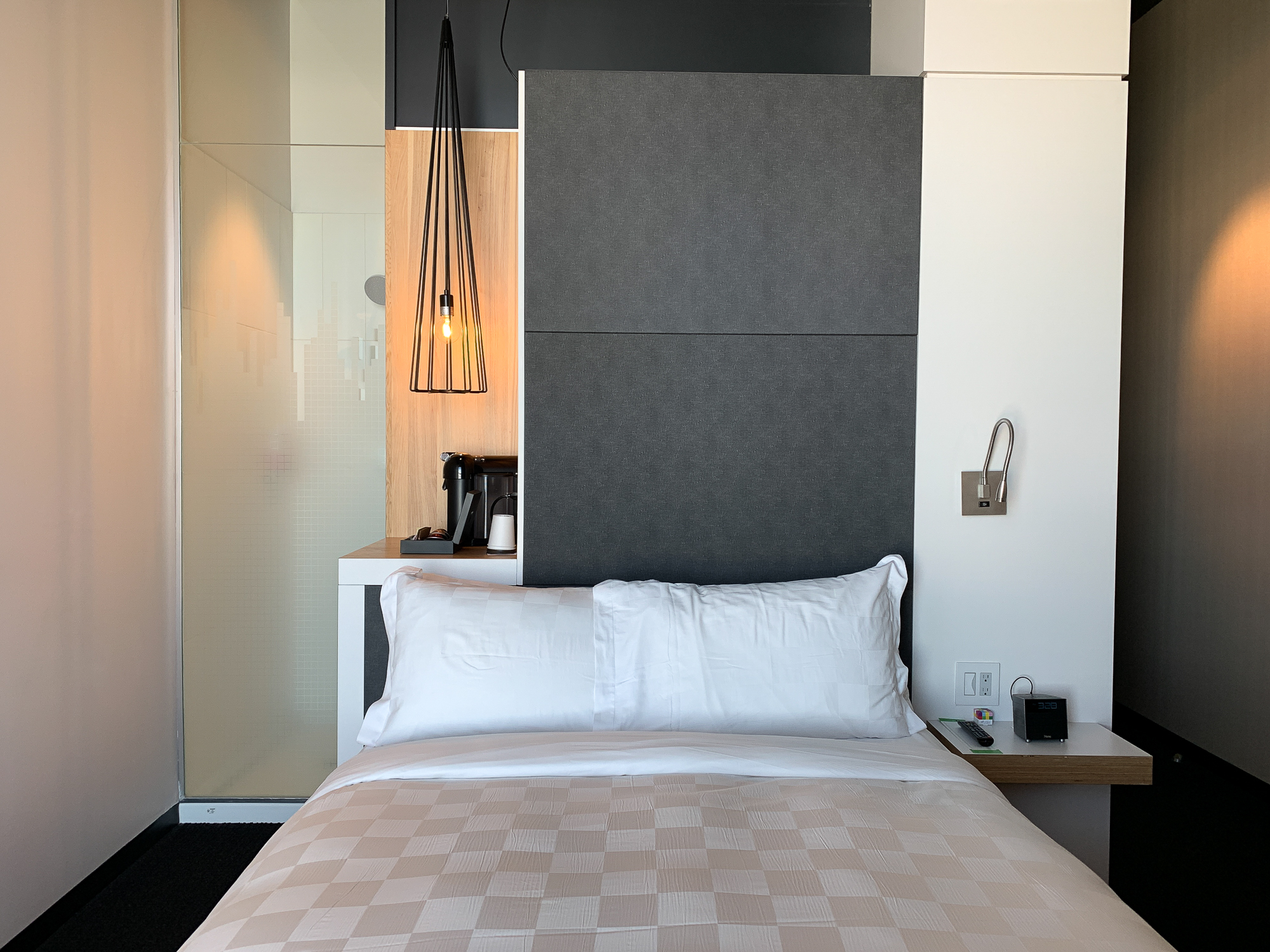 Chambre et lit au Alt Hotel Winnipeg dans le Exchange District