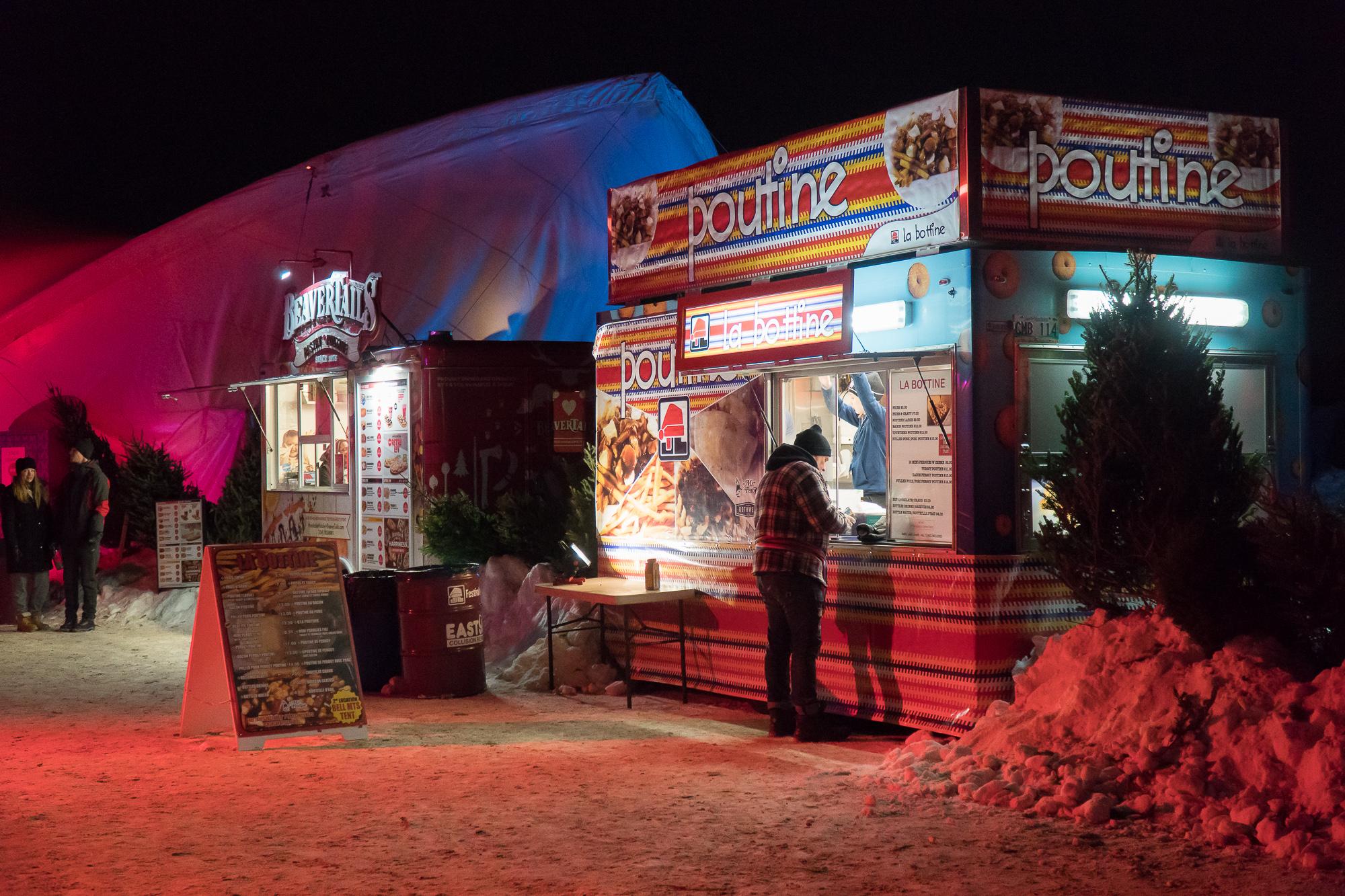 kiosque de street food de poutine au festival du voyageur à Winnipeg