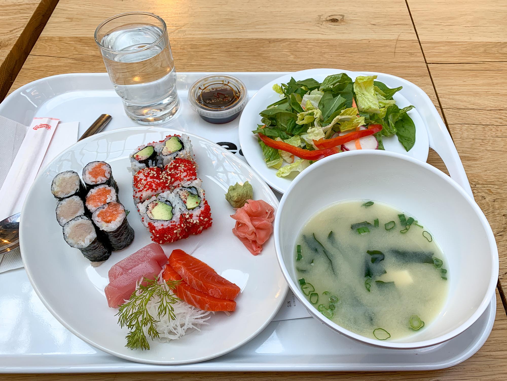Sushi et soupe asiatique The Forks Market - Winnipeg, Manitoba, Canada