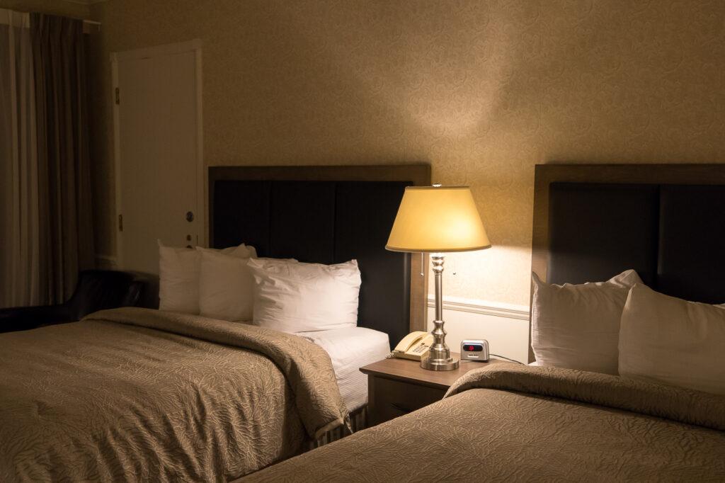 chambre à l'hôtel Le Manoir de Baie-Comeau