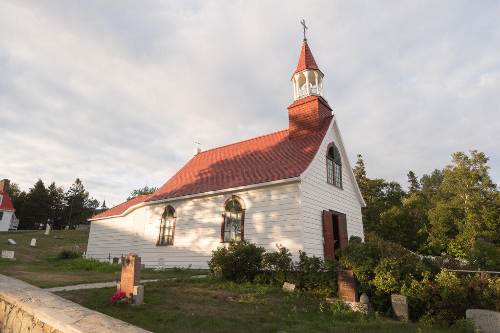 Église au toit rouge de Tadoussac