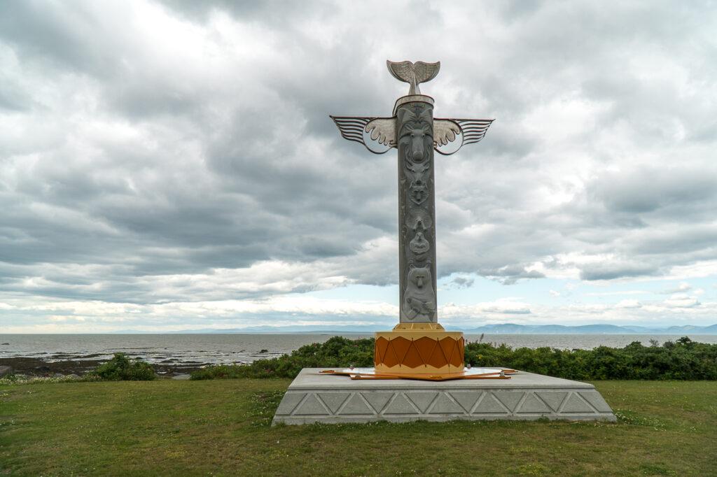 Croix de pierre Walastoqey de Cacouna