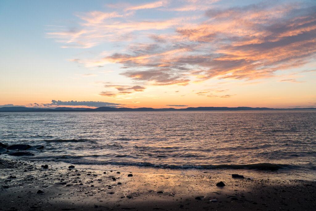 Plage de Rivière-du-Loup au coucher de soleil dans le Bas-Saint-Laurent