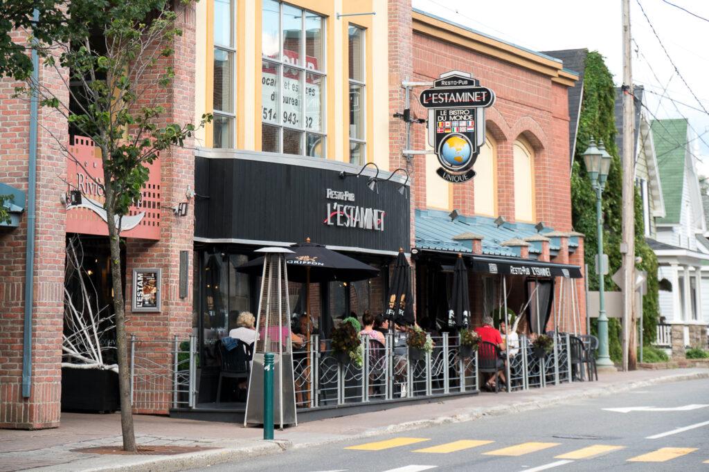 terrasse du restaurant L'Estaminet où manger à Rivière-du-Loup