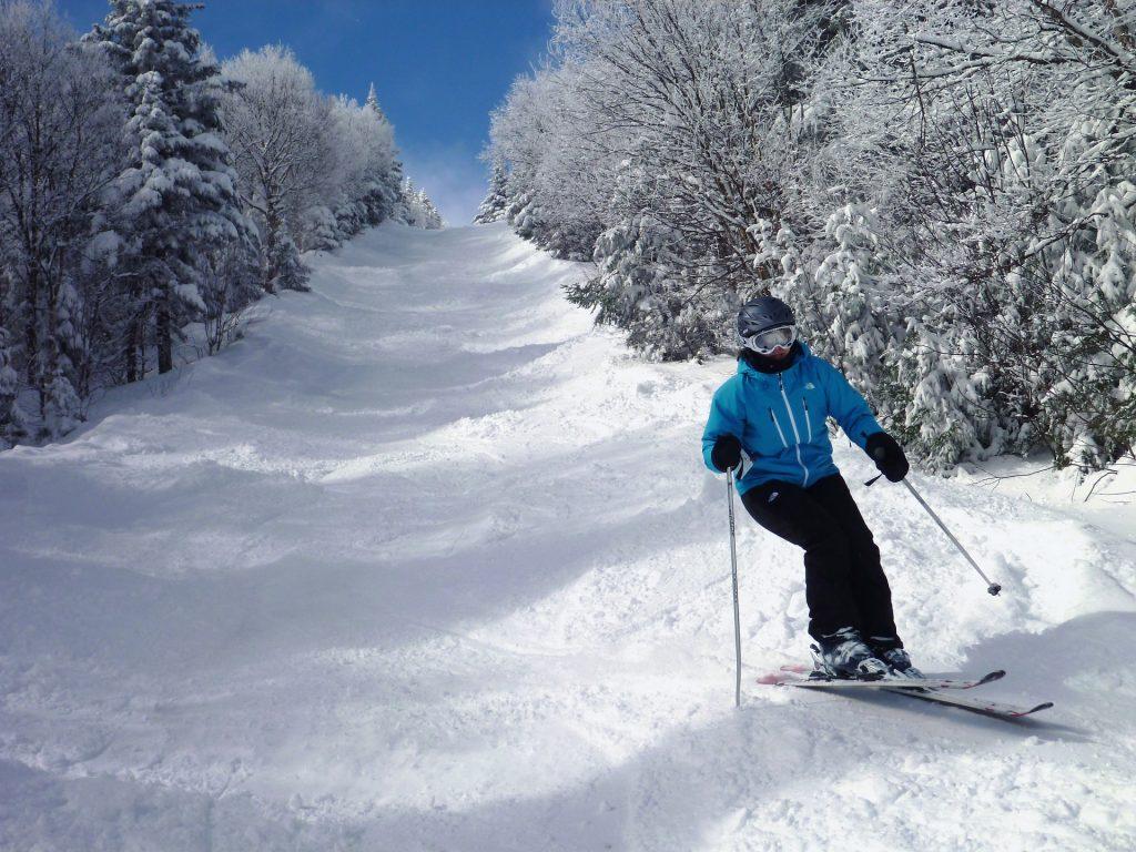 Homme en ski au Québec - Thaie de Pixabay