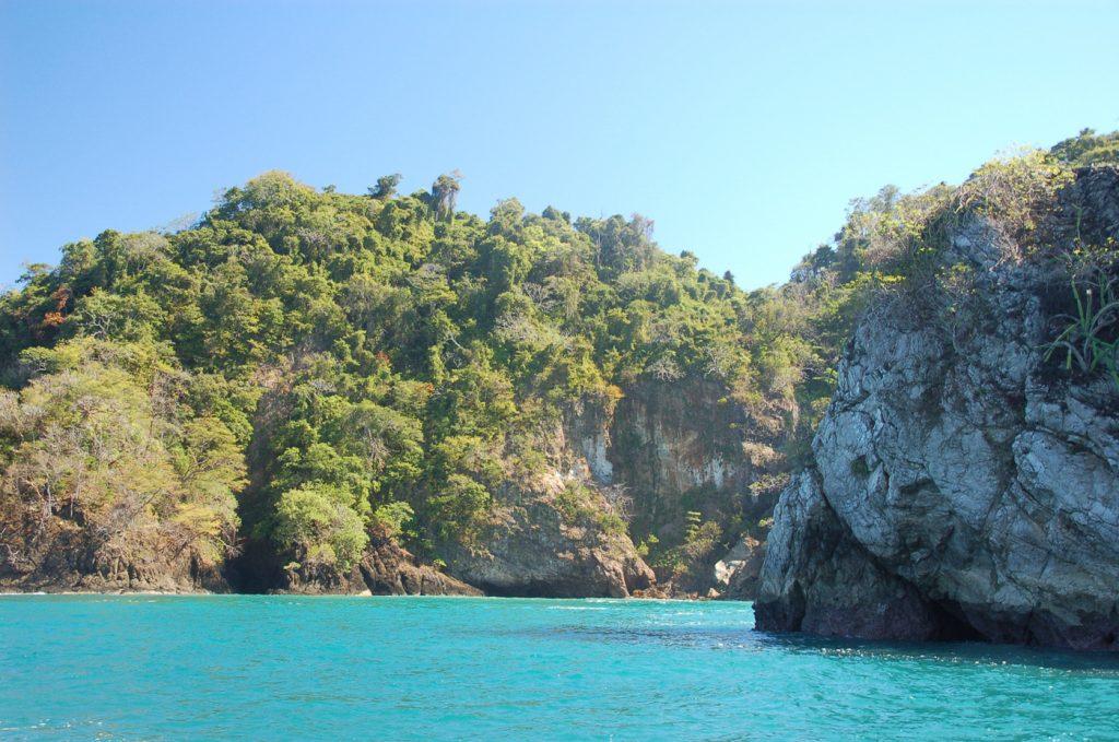 Plage et eau turquoise - Voyage au Costa Rica après COVID - Chrissand