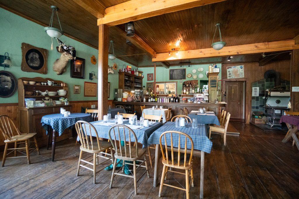 Salle à manger La Ruée vers Gould où dormir dans les Cantons-de-l'Est
