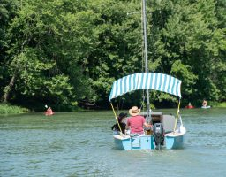 Bateau de navigation dans le Chenal-du-Moine des îles de Sorel